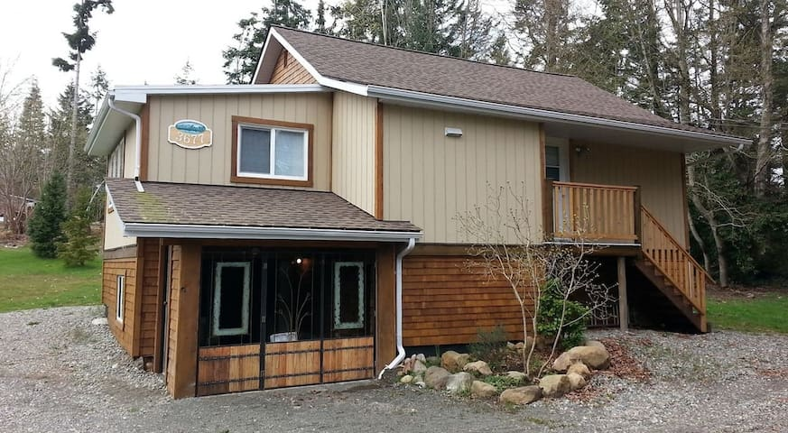 Cozy modern cottage, close to sea and town - Courtenay - Casa