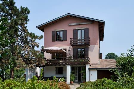Villa Maria Cristina B&B Monte Rosa - Casnate Con Bernate - 住宿加早餐