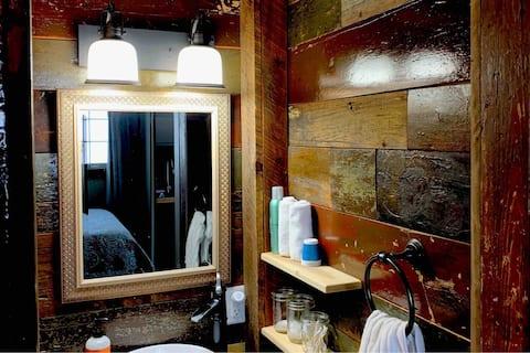 Barn-Board Abode (private studio)