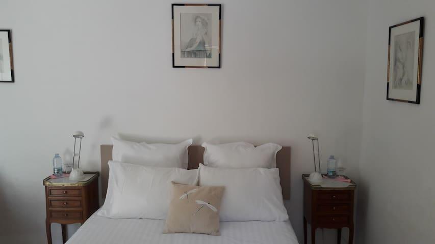 Chambre double en Provence - Saint-Antonin-sur-Bayon - Inap sarapan