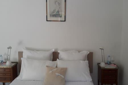 Chambre double en Provence - Saint-Antonin-sur-Bayon