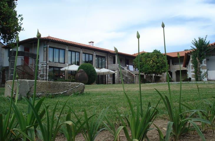 1720 | Quinta da Cancela - Guimaraes - Bed & Breakfast