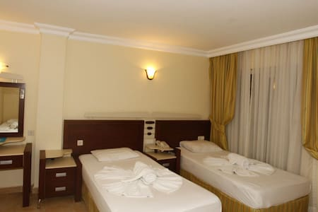 Flower hotel - Kemer - Bed & Breakfast