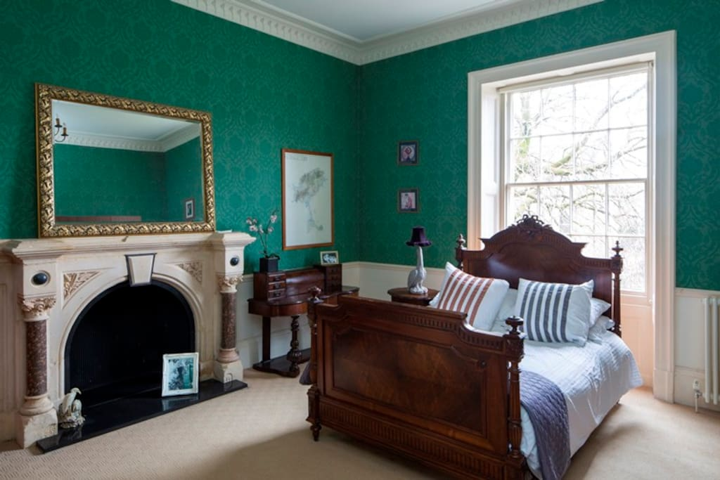 BED 2  The Green room. antique furniture and fabulous en-suite