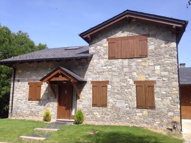 Casa con piscina y vistas espectacu - Queixans - Haus