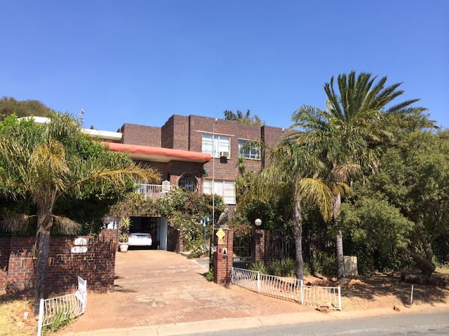 Panorama View Guest Accommodation - Roodepoort - Hus
