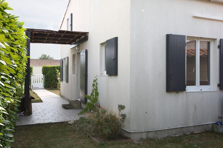 JOLIE MAISON PROCHE LA ROCHELLE - La Jarne - House