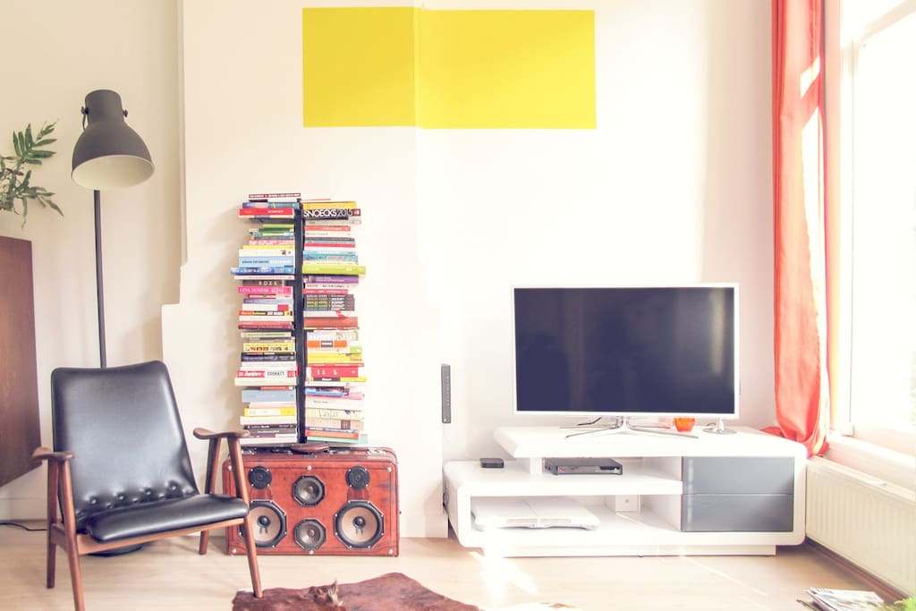 livingroom with yellow square