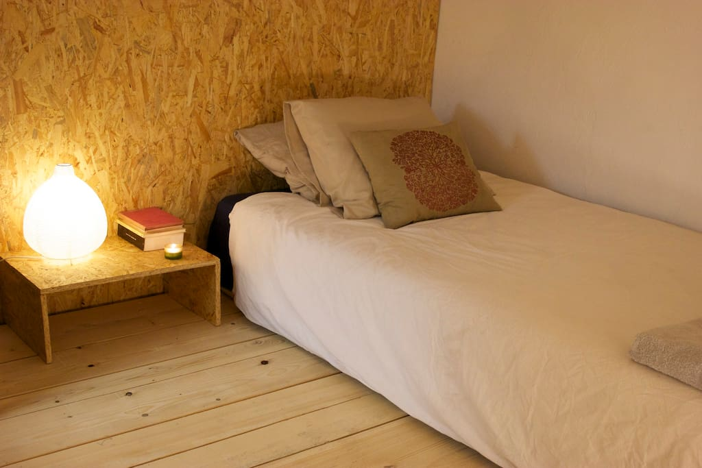 La coucha with a possible two place bed