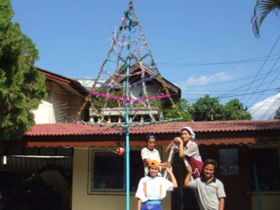 This is our avante Gd. Xmas tree to help guide Santa in