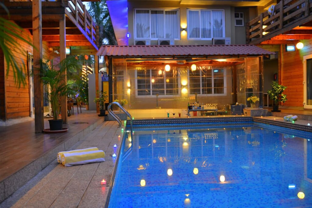 Pool with pool bar & projector.