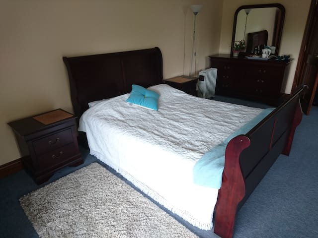 Bright spacious en-suite Double Bedroom