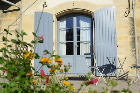 Studio with a private terasse - Floirac, Gironde
