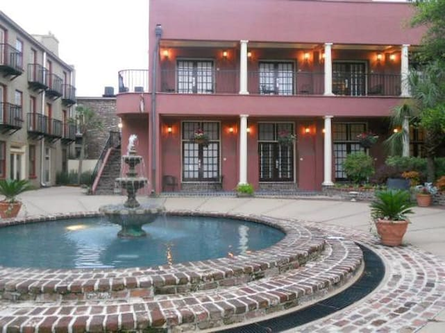 The Lodge Alley INN- near downtown - Charleston - Daire