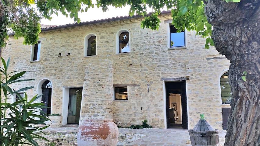 Casa Colognola Rustic Modern Stone Farm with Pool - Cingoli - 別荘