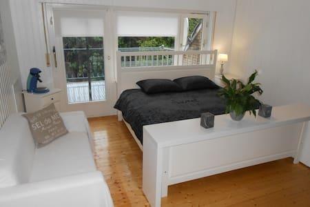 Zimmer in landhausstil mit Balkon am Kanal - Großefehn - Wohnung