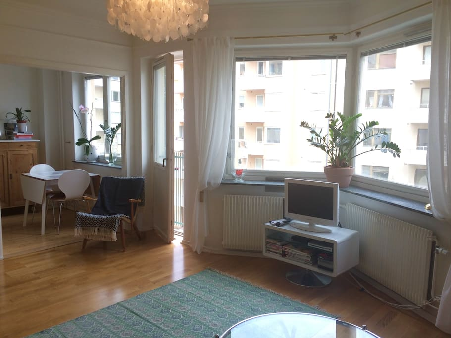 Nice & bright room with french balcony.