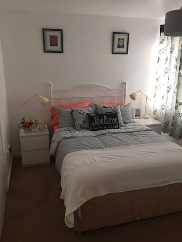 Cosy double room at the heart of Basildon.