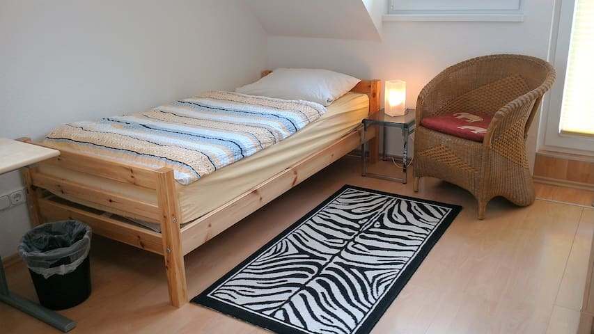 Beautiful single room (yellow) - Hamburg - Domek gościnny