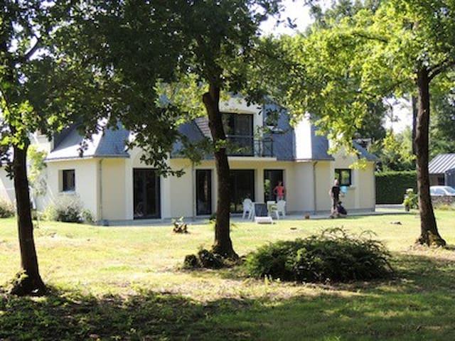 Maison moderne lisière bois - Sarrigné - Casa