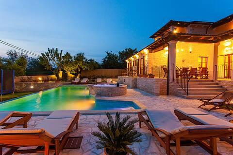 Villa Nézd meg