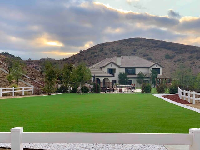 Spectacular 5 Acres Yard Ranch Style for Events