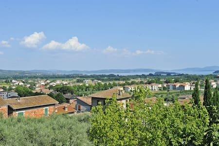 Town centre apt, terrace, lake view - Tuoro Sul Trasimeno - อพาร์ทเมนท์