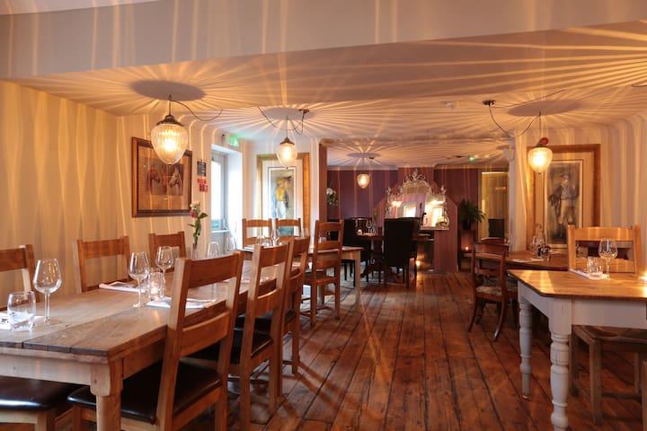 Room 1, double room with en suite - Upton Scudamore - Bed & Breakfast