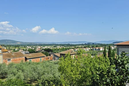 Town centre apt, terrace, lake view - Tuoro Sul Trasimeno - Apartment