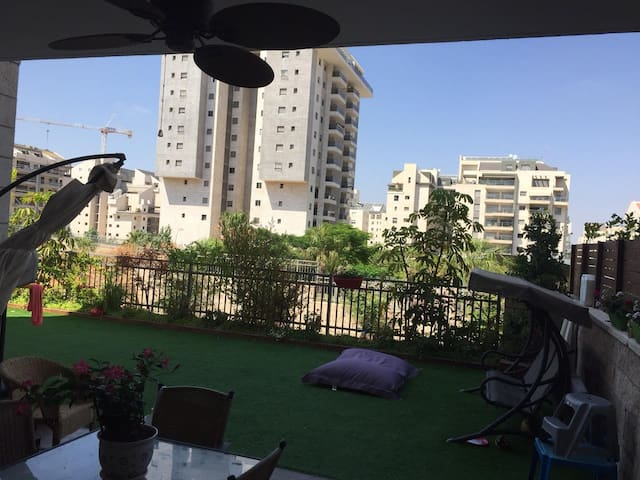 Family Luxury Apartment with Garden - Kefar Sava - Apartemen