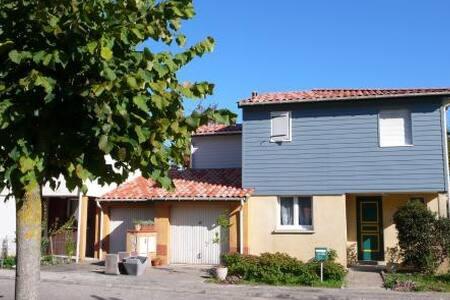 PETITE MAISON AVEC JARDIN - Pont-du-Casse