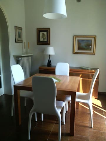 "wonderful flat in private side of ""Villa Fiorita"" - Desenzano del Garda - Villa"