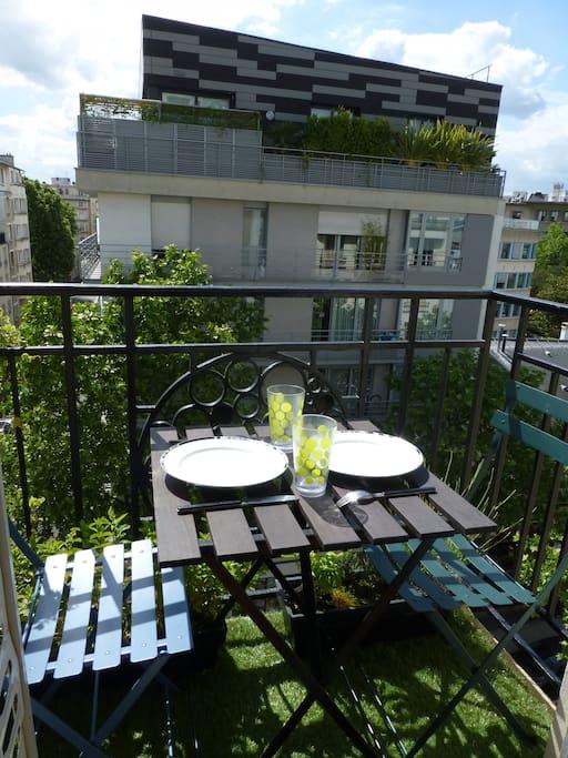Pour un déjeuner sur le petit balcon