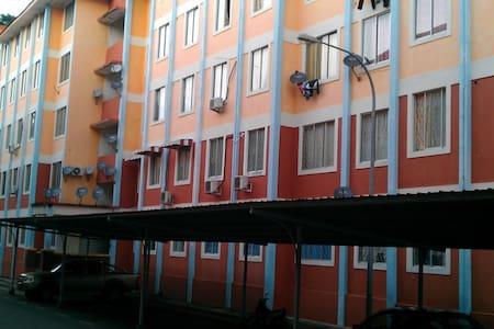 四层楼高的小单位(没有电梯) - Apartment