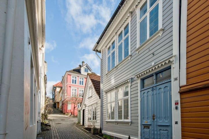 Cozy Attic room in Bergen town - Bergen - Ev