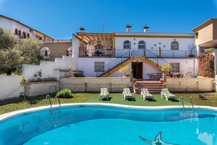 Luxurious Villa with Large Pool, Terrace, Balcony, Garden, Wi-Fi and Air Conditioning