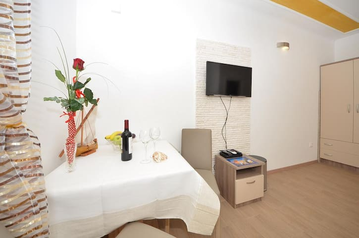 Guest House Mia -Twin Room with Private Bathroom