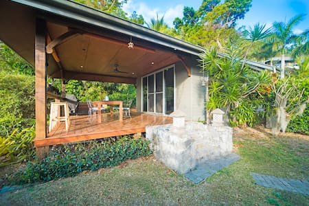 AAAirlie Beach-Private Villa on the waters edge!!!