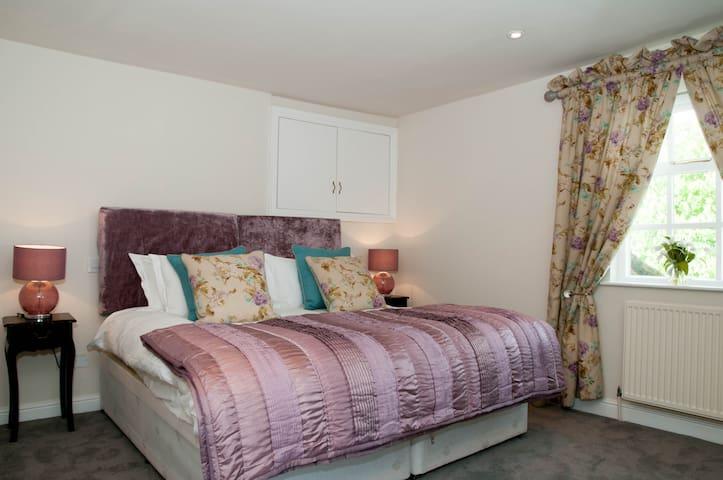 Room 4 double/twin with en suite