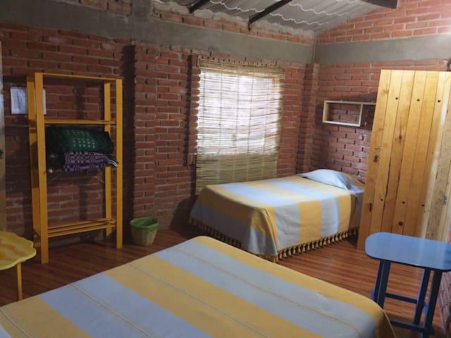 Linda habitación rústica para 2 personas.