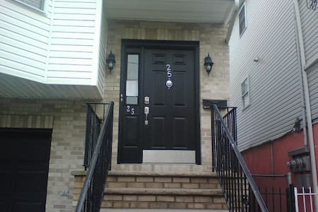 1BR located Newark. Min. to NJPAC/Prudential Ctr - Newark - Daire