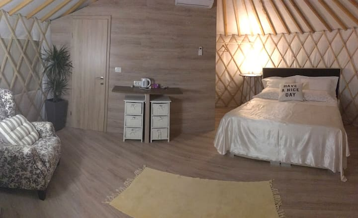 L.stile Glamping , yurt -JESEN