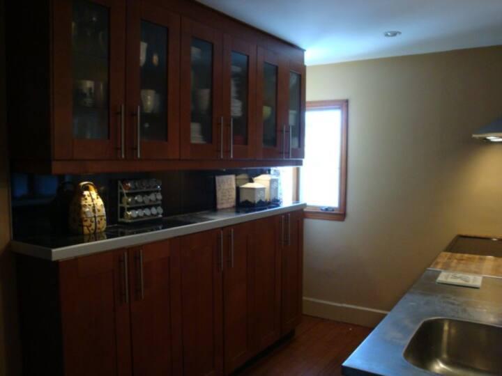 3 Bedroom in quiet & safe neighborhood