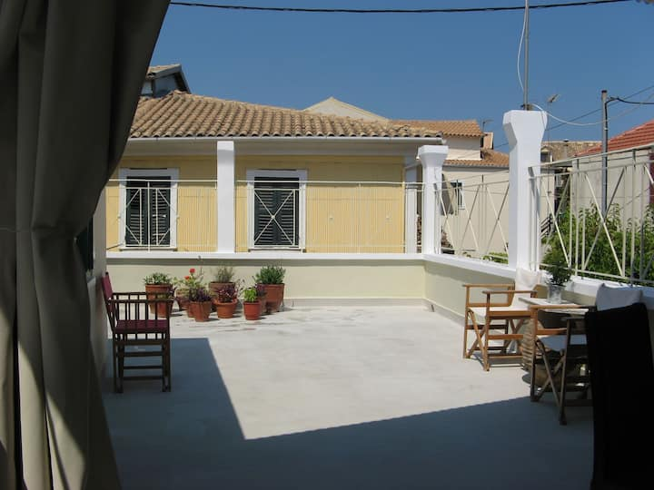 Sunny and cozy house in the old city of Lefkada