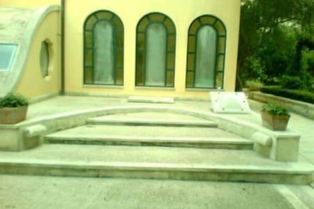 Depandance in villa d'epoca - Monteroni di lecce  - Casa