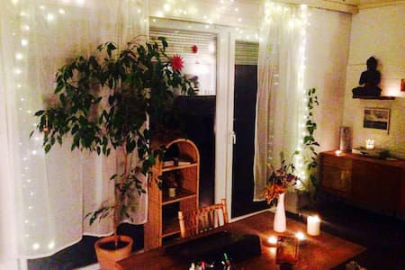 Big room with lovely garden close to the airport - Stuttgart