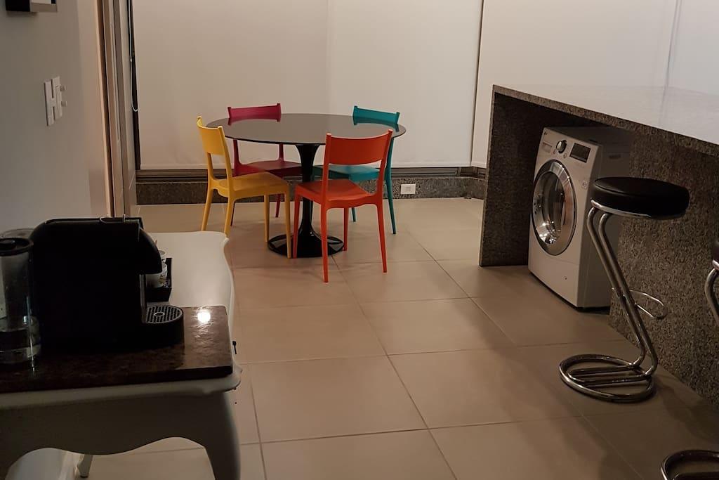 Cozinha e Mesa de Refeições