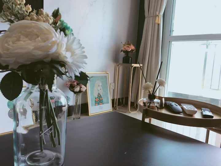 【海角1号】轻奢风ins风民宿 顶楼湖景房 情侣约会 近菜场 可做饭 有停车场 不接聚会婚房