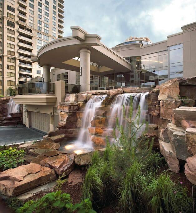 Prestigious condo near square one ovation condominiums for Pool show mississauga