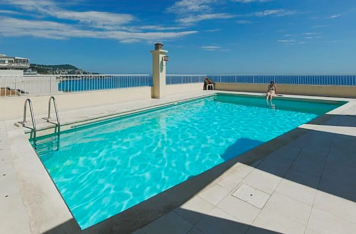 Studio with a rooftop and pool in Nice Carré d'or